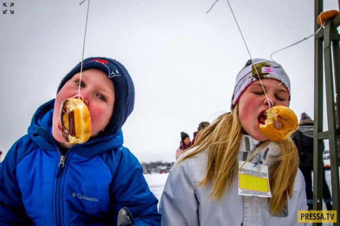 Экстремальная топлес-рыбалка в Канаде (10 фото)