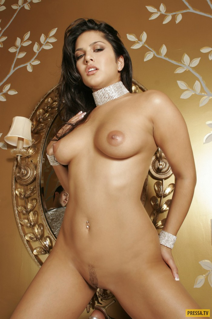 Пышная брюнетка Sunny Leone (21 фото)