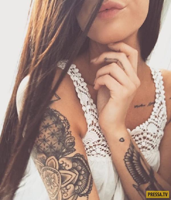 Девушки украсившие свое тело татуировками (22 фото)