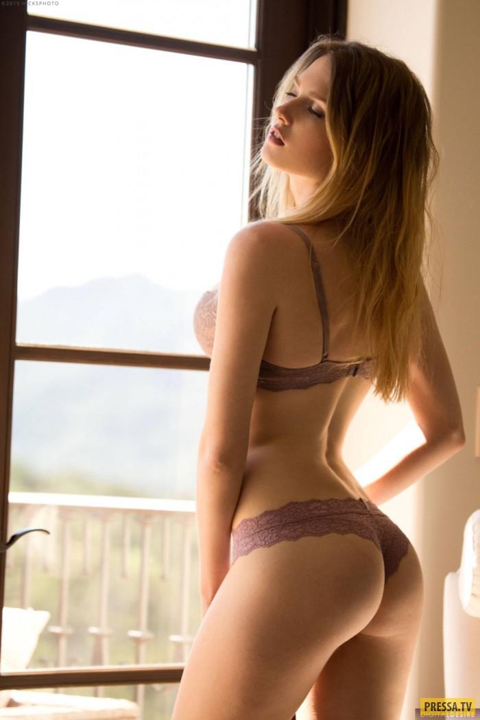 Нежная Ashley Lane с красивой грудью (16 фото)