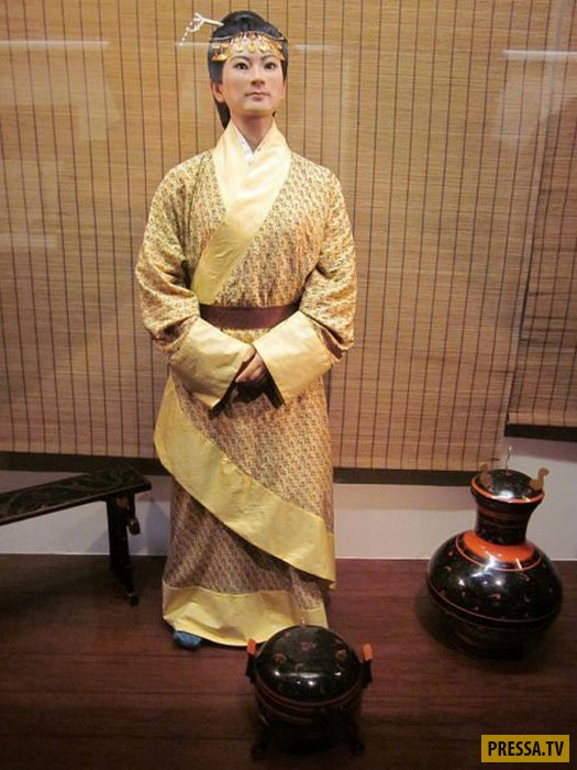Таинственная китайская мумия, возрастом 2100 лет (10 фото + видео)