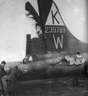 """Boeing B-17 """"Летающая крепость""""  (20 фото)"""