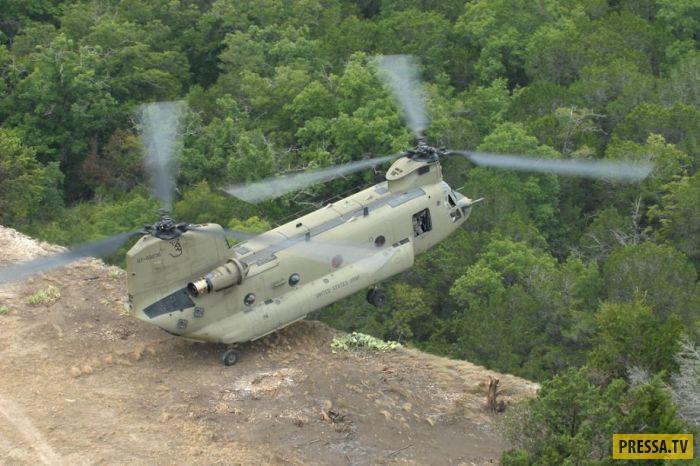 Вертолёт с двумя винтами в полёте (21 фото)