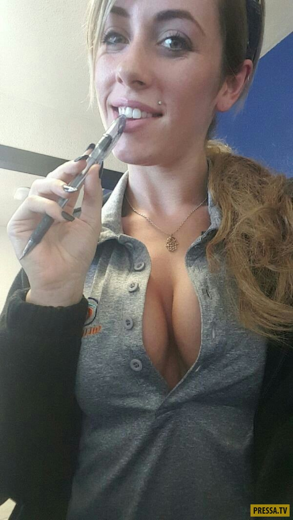 Красивые девушки скучают на работе (40 фото)