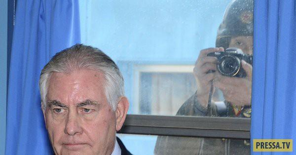 Пограничники Северной Кореи следят за главой Госдепа США (6 фото)