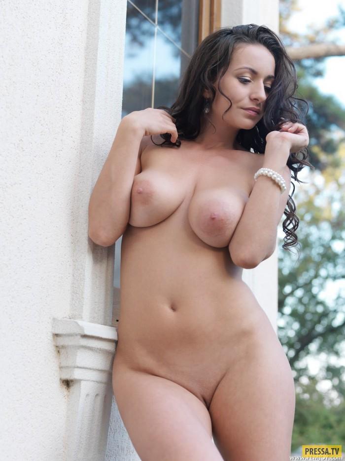 эротические фотографии-девчонки с дойками