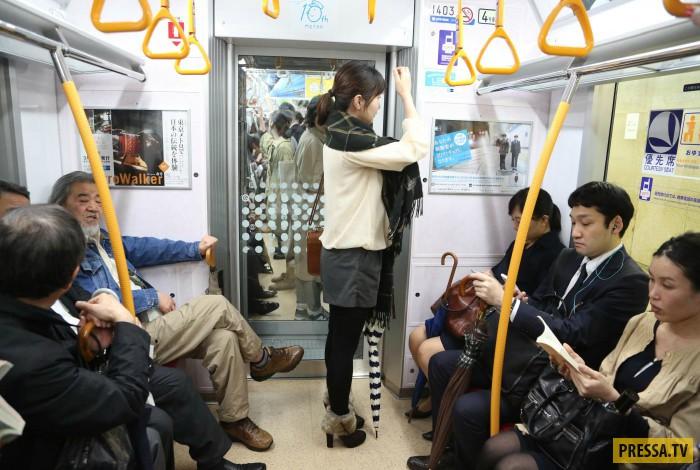 Пристают в метро фото