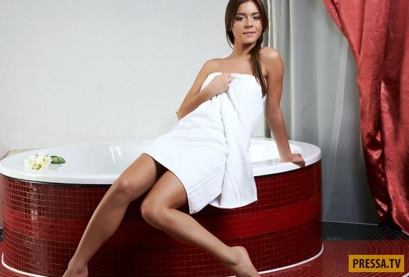 девушка с утра в полотенце видео
