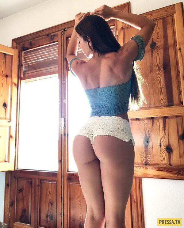 Озорница сняла купальник и показала аккуратную щелку - порно фото