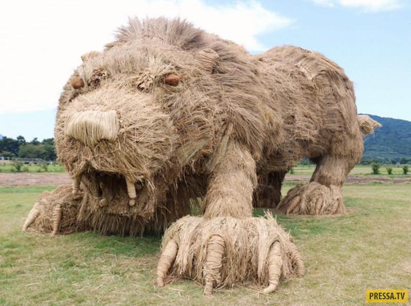 Вот такие шедевры из сена сделали на фестиваль в Японии
