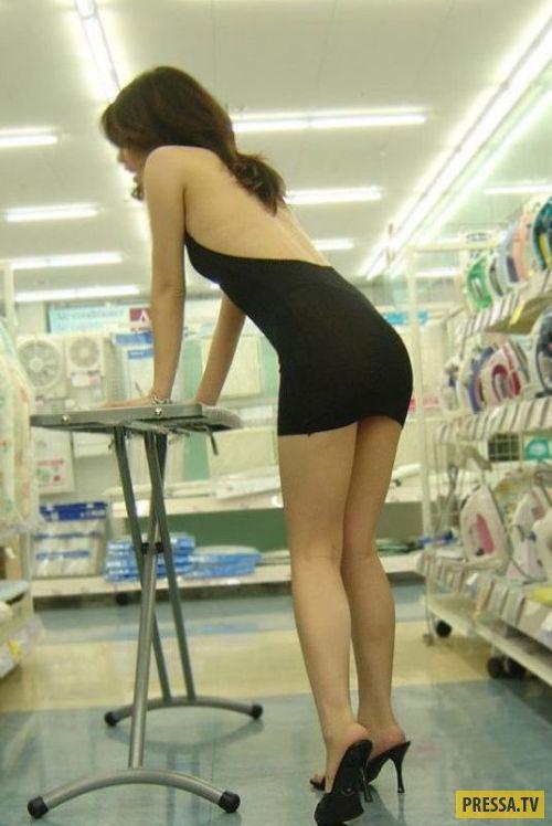 Эта китаянка надела слишком откровенное платье и стала звездой сети! (6 фото)