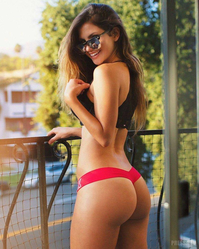 Аппетитная задница сногсшибательной очаровательной девушки Aleksa Nicole