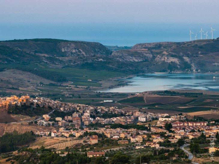 Живописный город на Сицилии распродает дома по 1 евро всем, кто обязуется их отремонтировать