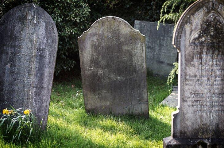 Известные люди, похороненные в безымянных могилах
