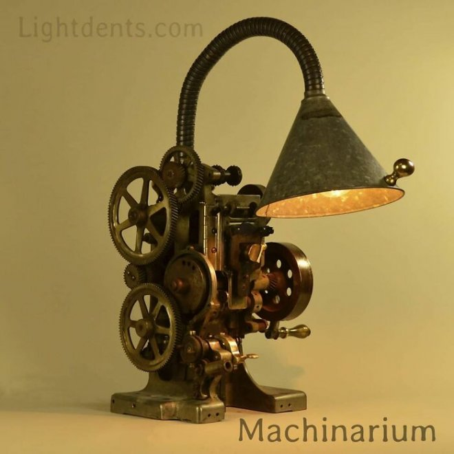 Художник превращает старые музыкальные инструменты в светильники
