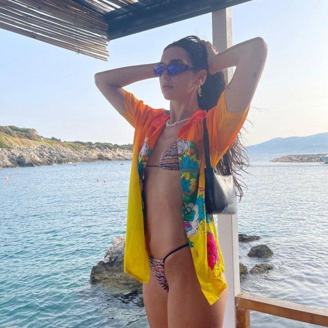 Дуа Липа на отдыхе в Албании