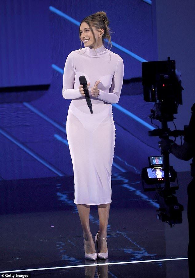 """Прозрачные """"голые"""" платья - главный тренд сезона"""