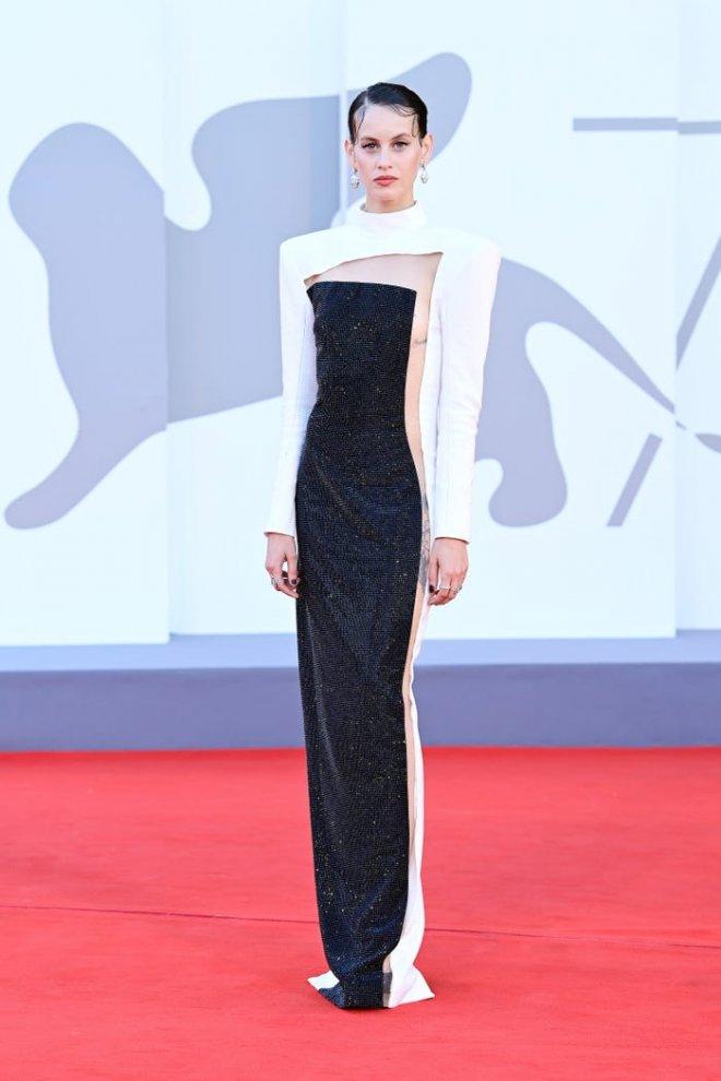 Самые смелые наряды знаменитостей на Венецианском кинофестивале 2021 года