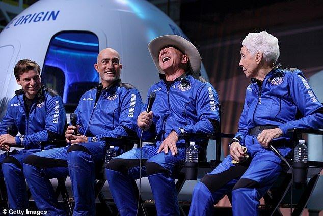 """90-летний Уильям Шатнер, звезда  фильма """"Стартрек"""", станет самым пожилым человек, побывавшем в  космосе"""