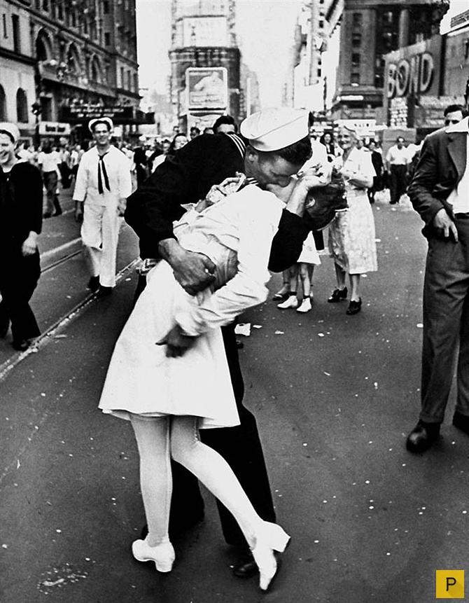 В США не стало второго героя легендарного фото «Поцелуй»