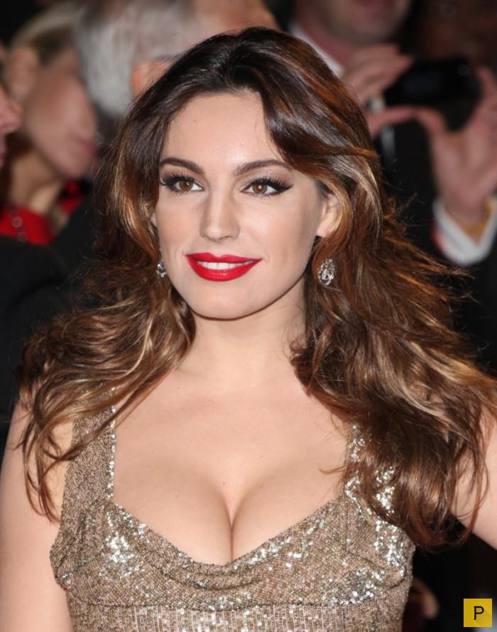 Мисс боди голливуд актрисы с огромной грудью, парень учил девушку на лыжах