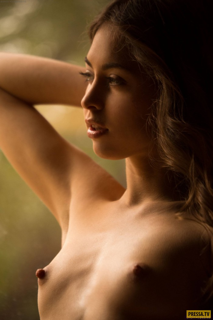 Фото молодая голая торчащая грудь 12
