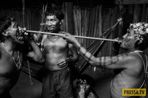 Топ-15 самых странных и ужасных ритуалов инициации в мире (15 фото)