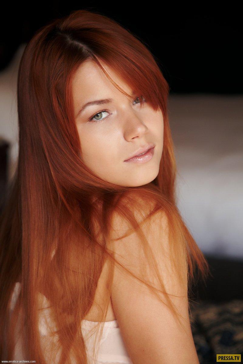 Худышку длинноногая красотка в бикини видео