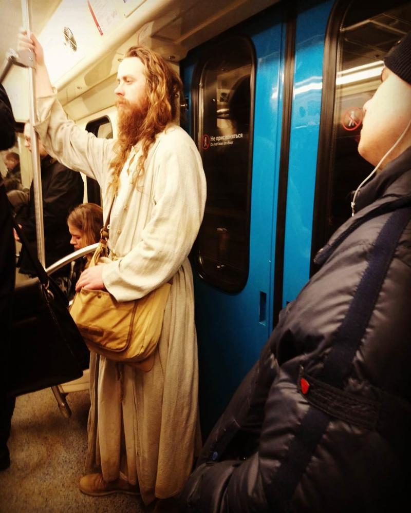 Чудаки в метро фото должен