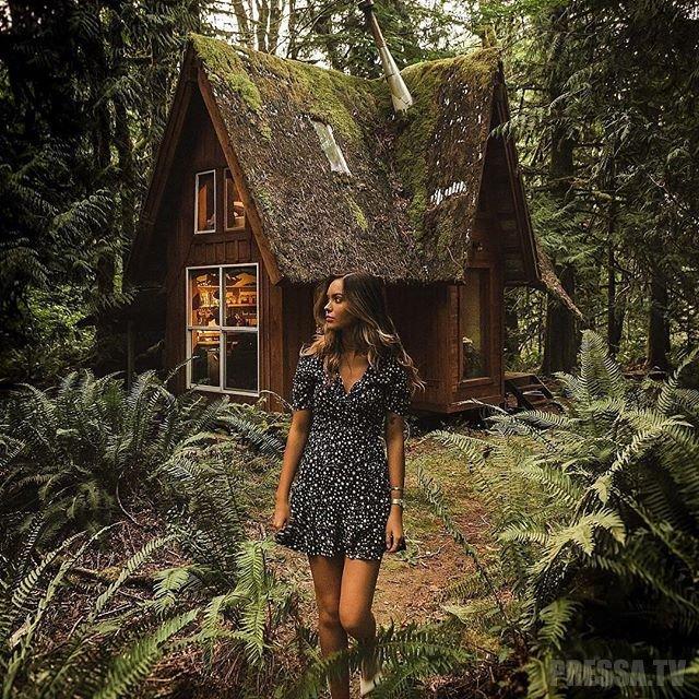 Необычное хобби: Мужчина строит сказочные хижины в посреди леса
