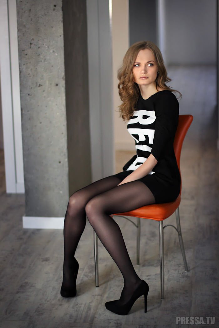 Актриса фото девчонок в черных колготках груди