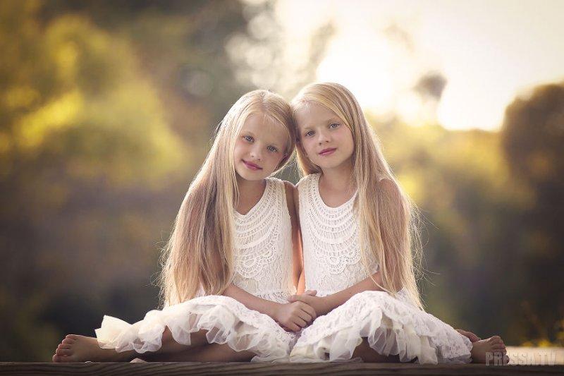 Приснились близняшки девочки светленькие