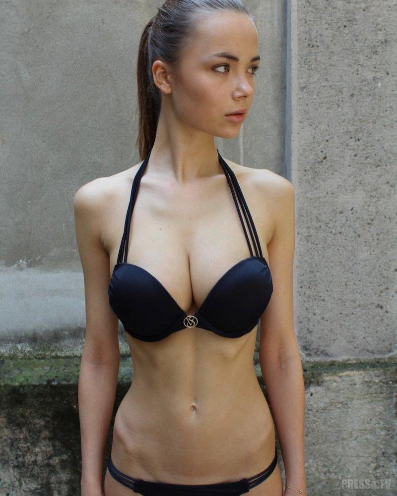 Jana Jung Nude Photos 39