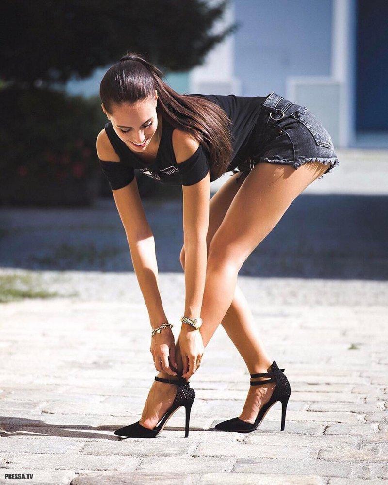 минуту такого девушки с красивыми длинными ногами издал