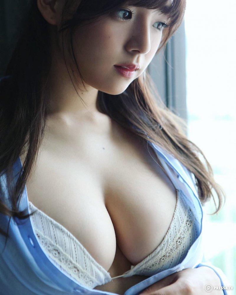 сучка большие груди японии прибрежная деревушка