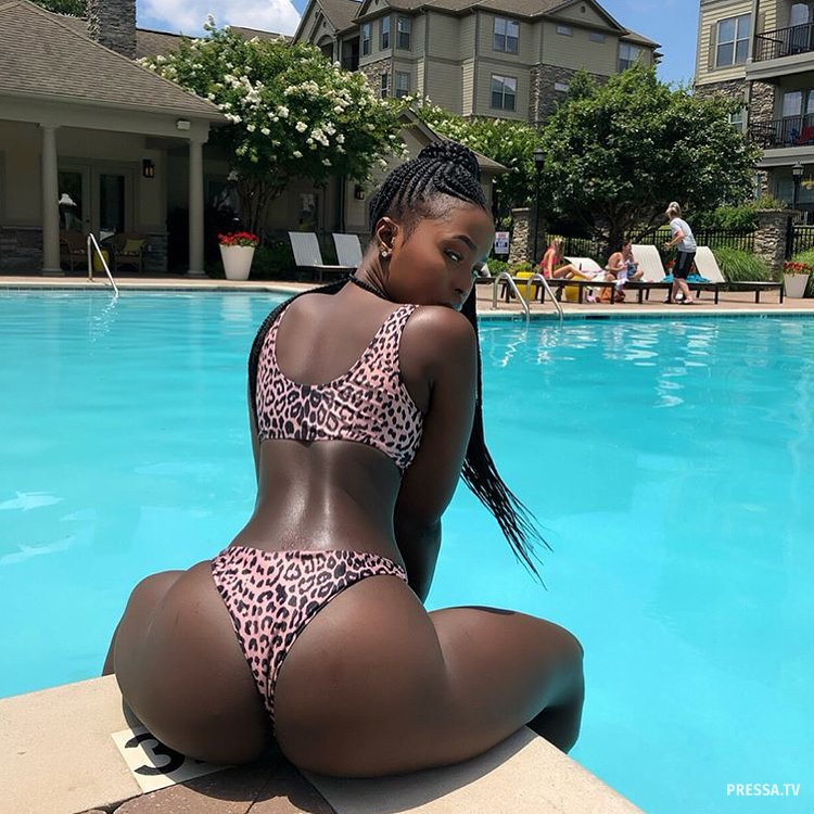 Big round booty ebony