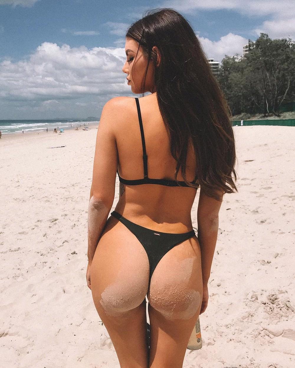 Фото попа в песке