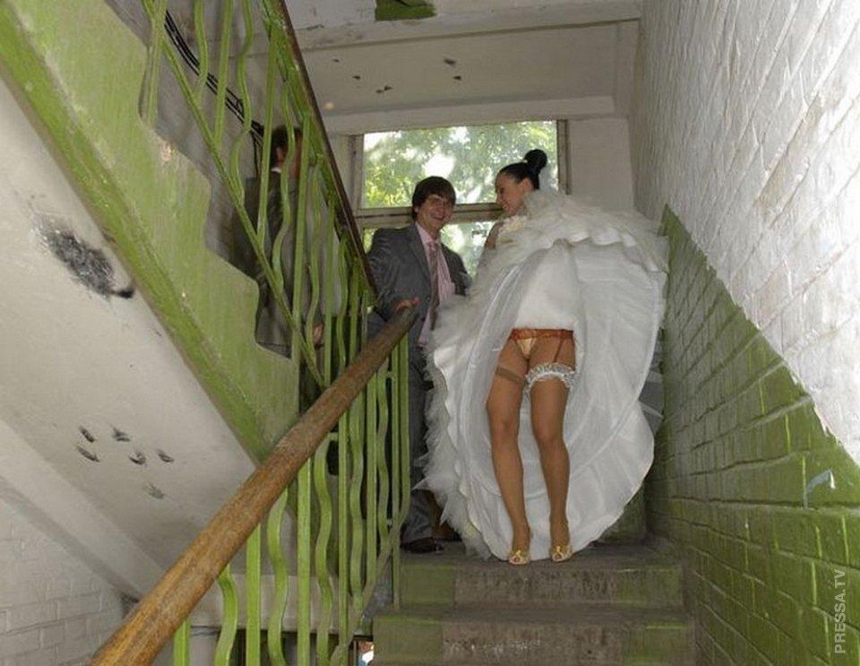фото под юбкой без трусов у невест