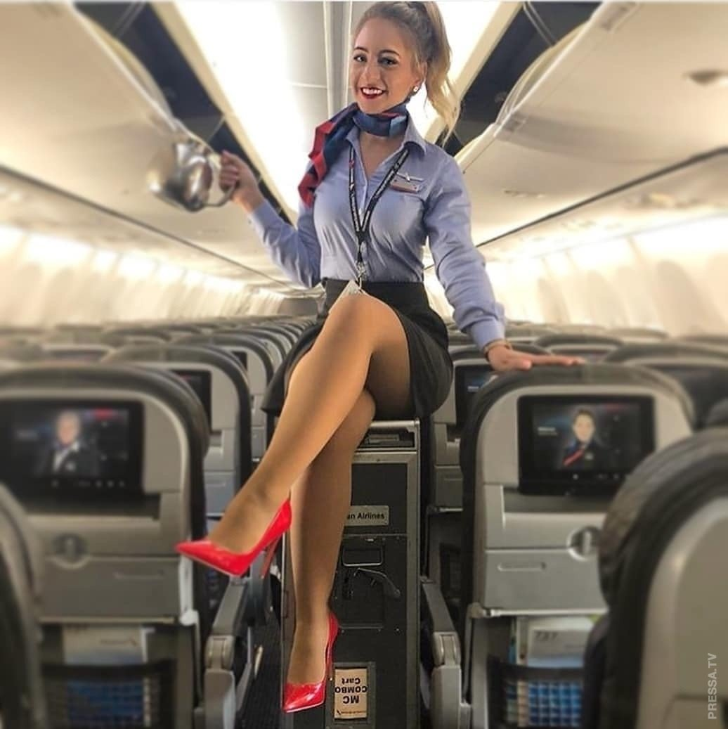 Глорихоле куни стюардессе в мини в самолете жопу мужику