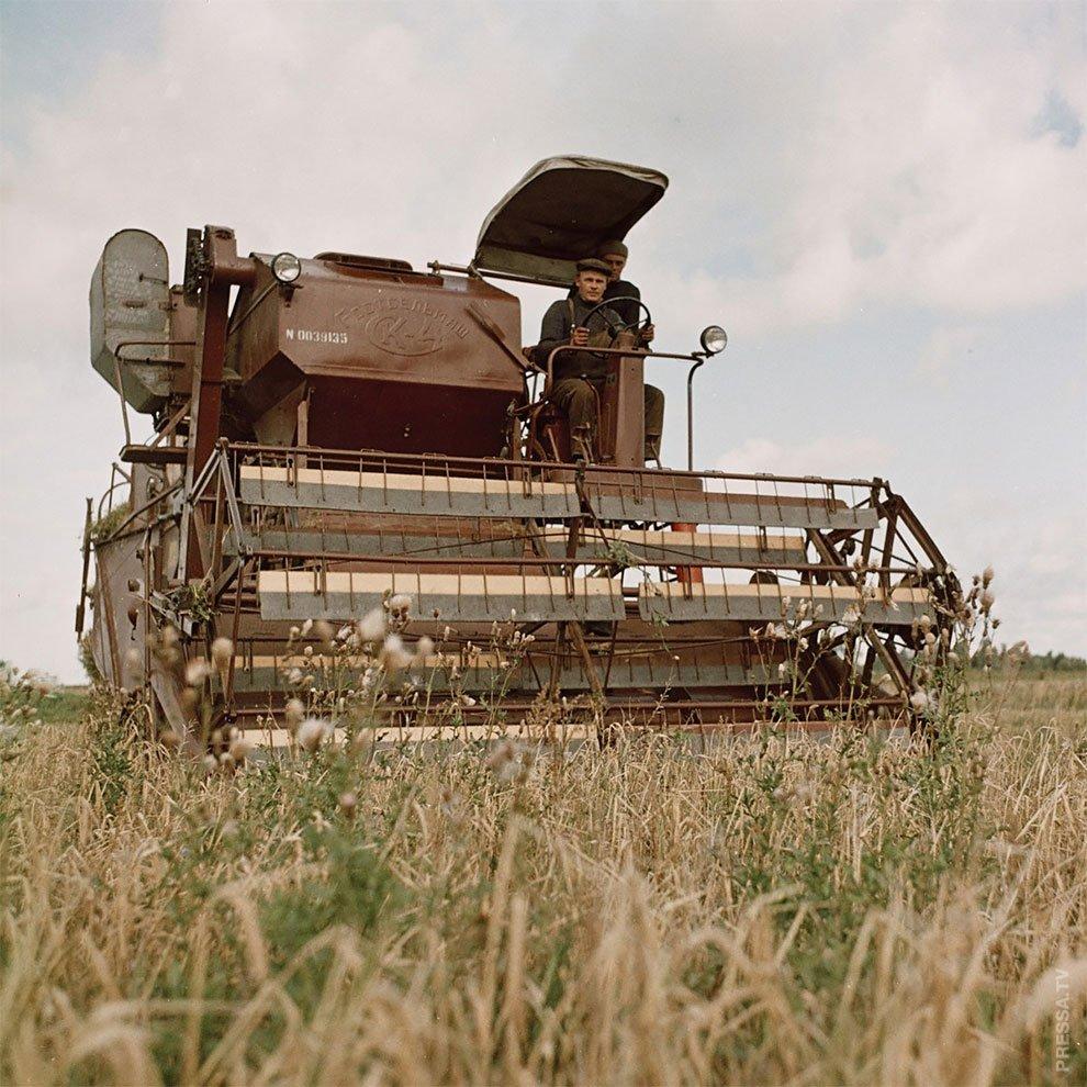 семье картинки советских тракторов и комбайнов хотим рассказать вам