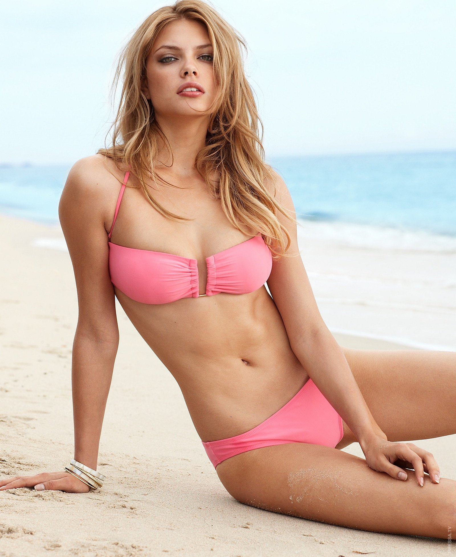 Bikini model picture galleries, bottomless bikini contest