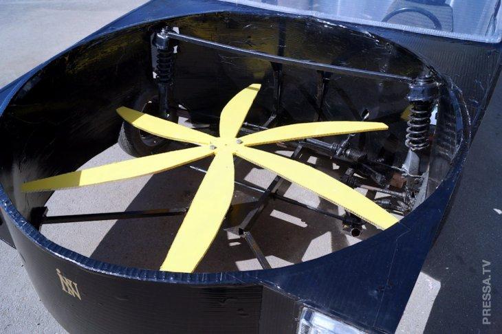 Летающий российский автомобиль Flying Kamikaze Tesla  15