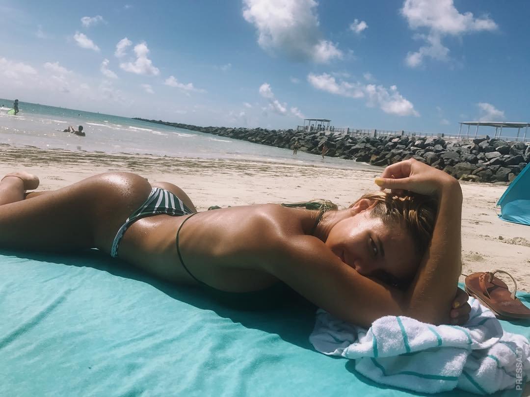 Sun tanning nude girls