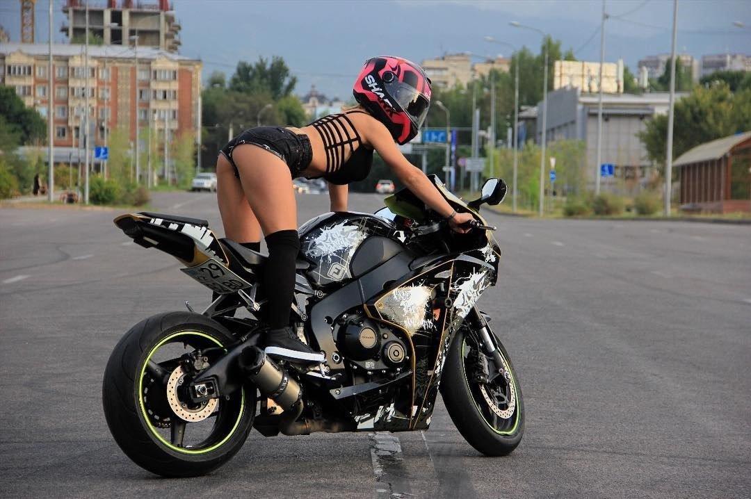секс с байкерами на мотоциклах центре событий