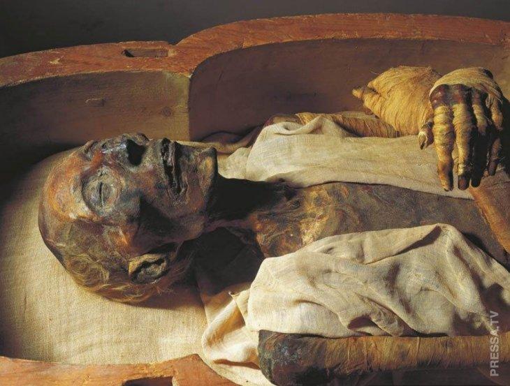 В 1974 году мумия фараона Рамсеса II получила египетский паспорт  2