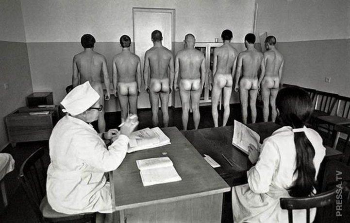 Голый медосмотр в школе Порно врач