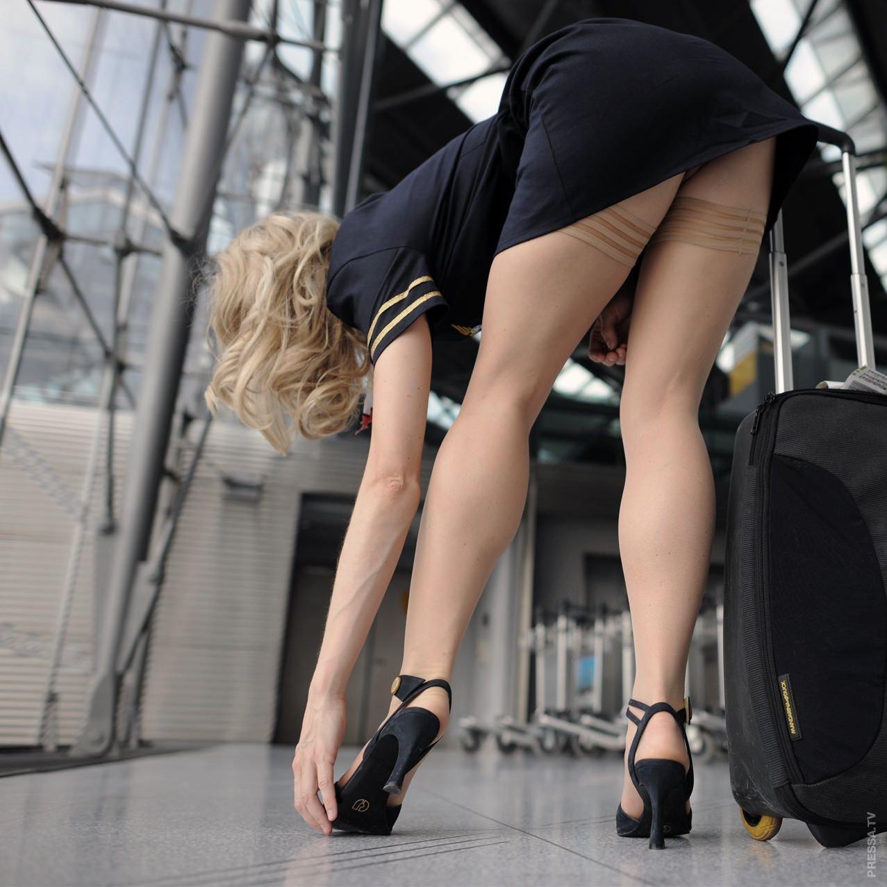 Девушки нагибаются в коротких юбках частные фото, порно онлайн опытная и молодая