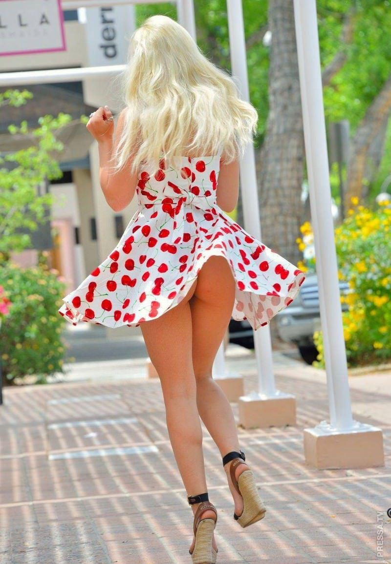 красивые трусы под платьем