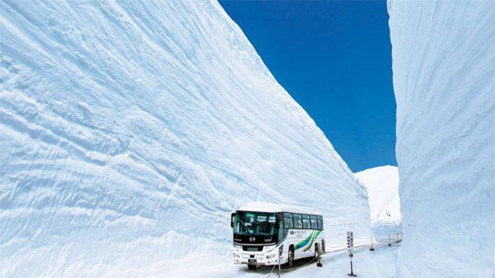"""""""Крыша Японии"""" - самая снежная дорога в мире"""
