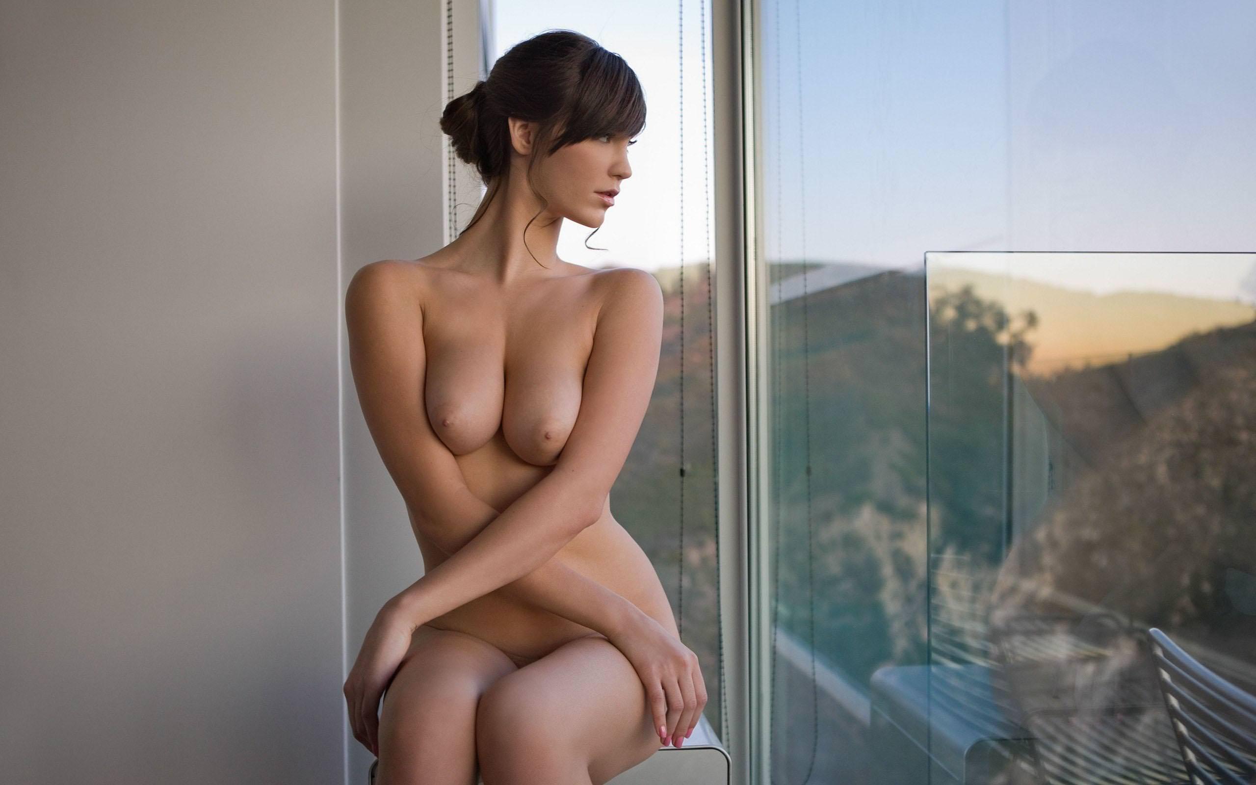 prostitutki-yaroslavle-krasavitsa-na-okne-ero-foto